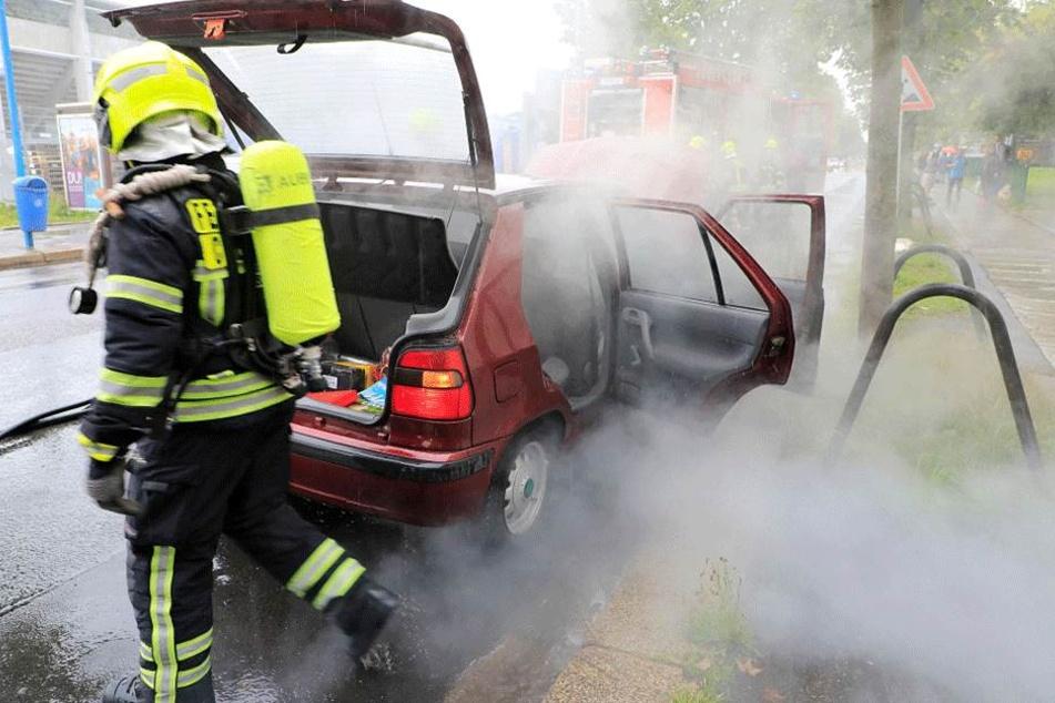 Brennendes Auto löst Verkehrschaos aus