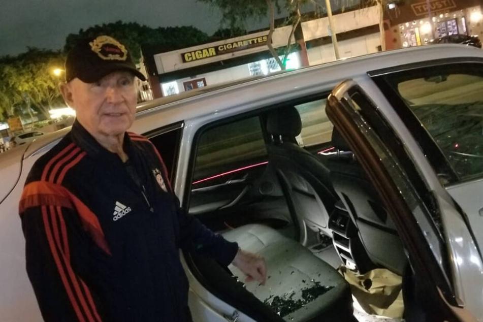 Scherben liegen auf dem Rücksitz des Autos.