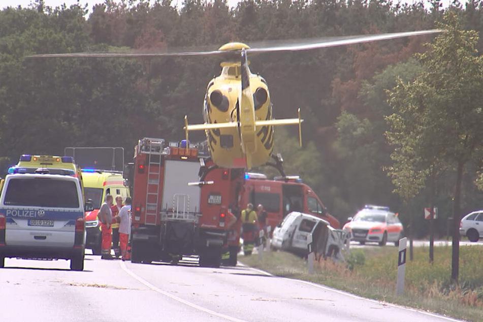 Ein Insasse musste mit dem Rettungshubschrauber in eine Klinik geflogen werden.