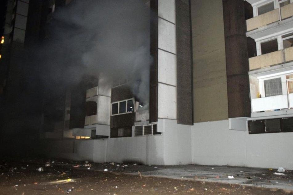 Zunächst war die Feuerwehr zu einem Wohnungsbrand gerufen worden.