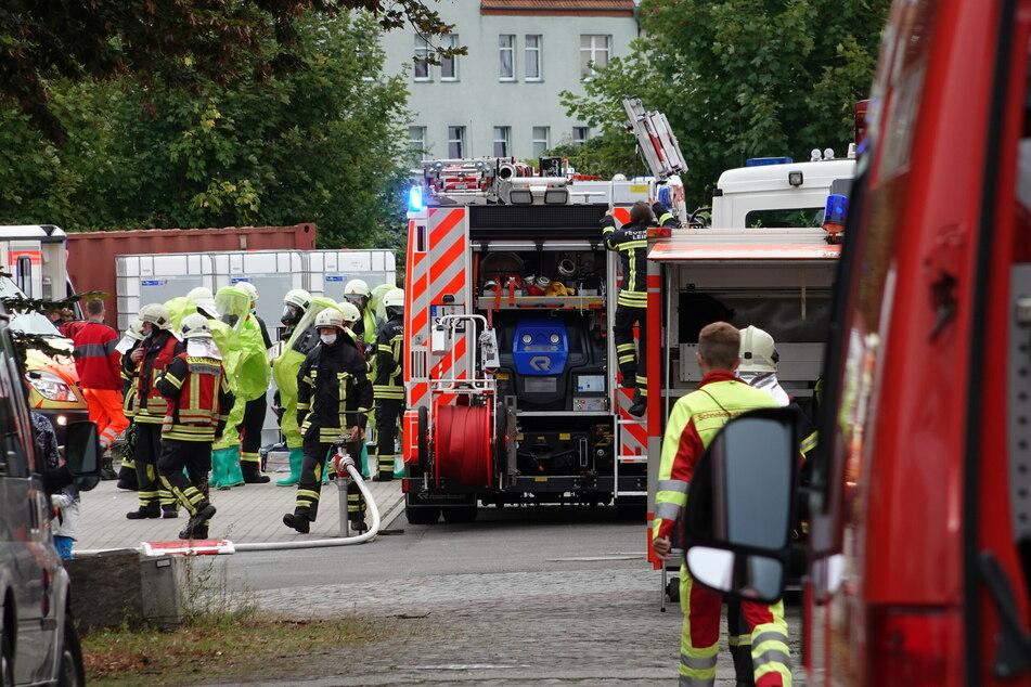 In der Torgauer Straße wurde ein Gefahrenguteinsatz der Feuerwehr simuliert.