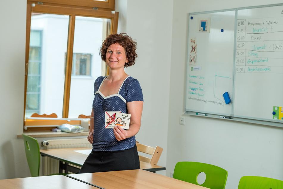 Lehrerin Jeannine Ufer (42) im einzigen Klassenzimmer der Schule.