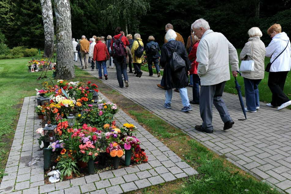 Durchgang nur noch im Ausnahmefall: Ohlsdorfer Friedhof bekommt Schranke