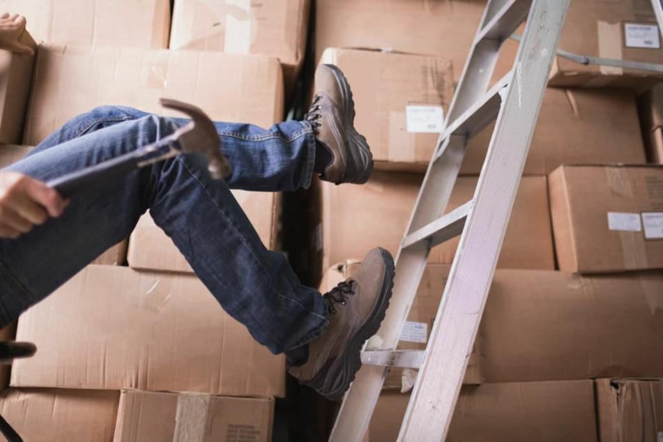 Mann stürzt bei Arbeitsunfall von Leiter und fällt fünf Meter in die Tiefe