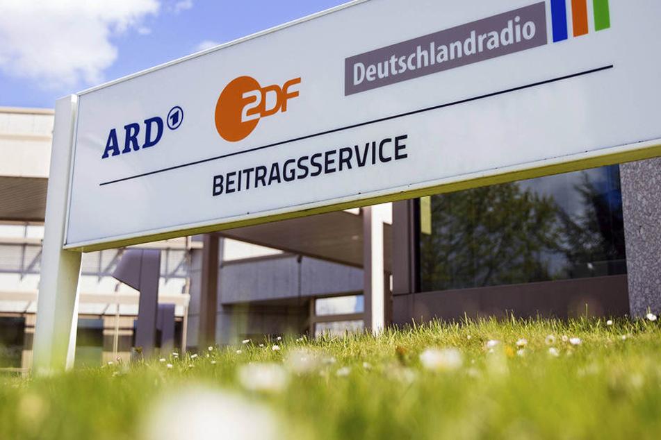 Die Öffentlichen (ARD, ZDF, Deutschlandradio und Co.) wehren sich gegen den festgesetzten Rundfunk-Beitrag.