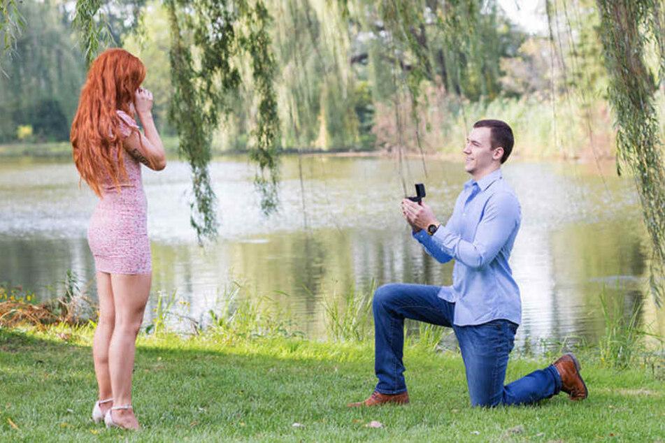 Die Verlobung musste er klassisch durchziehen, da Danielle nichts vorab bemerkte.