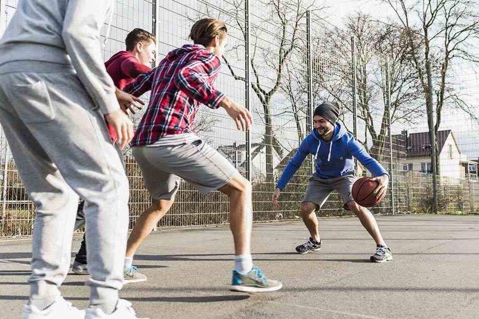 Basketball wird normalerweise überall gespielt. Nur nicht im Hausflur.