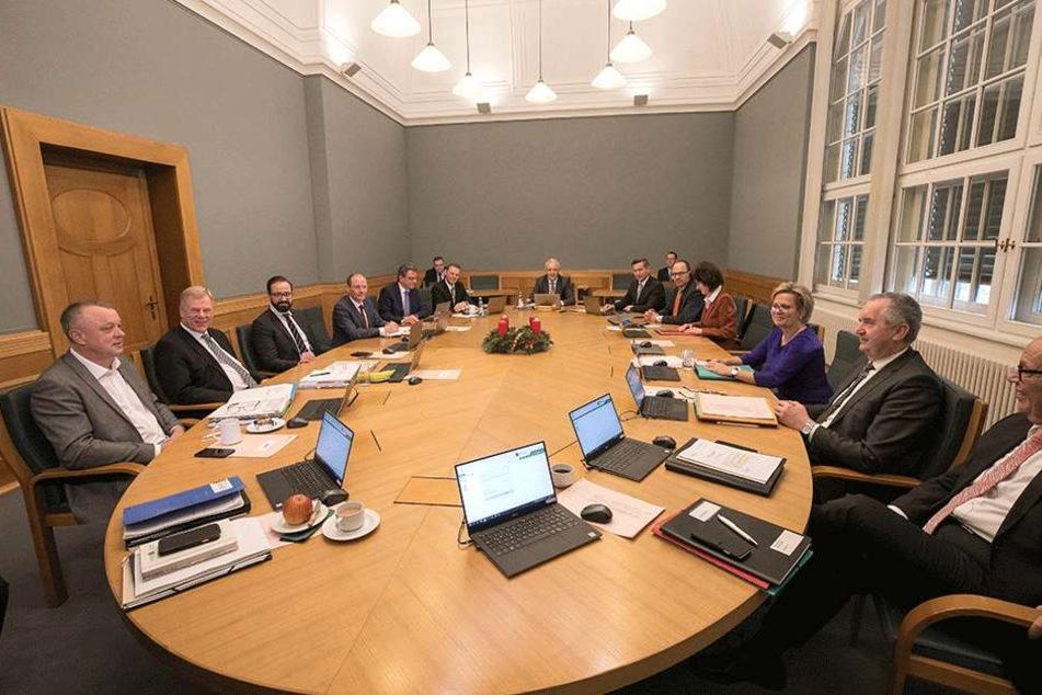 Ungewisse Zukunft: Das Kabinett Tillich ist Geschichte. Wer bleibt und wer geht, das will der neue Ministerpräsident am Montag verkünden.