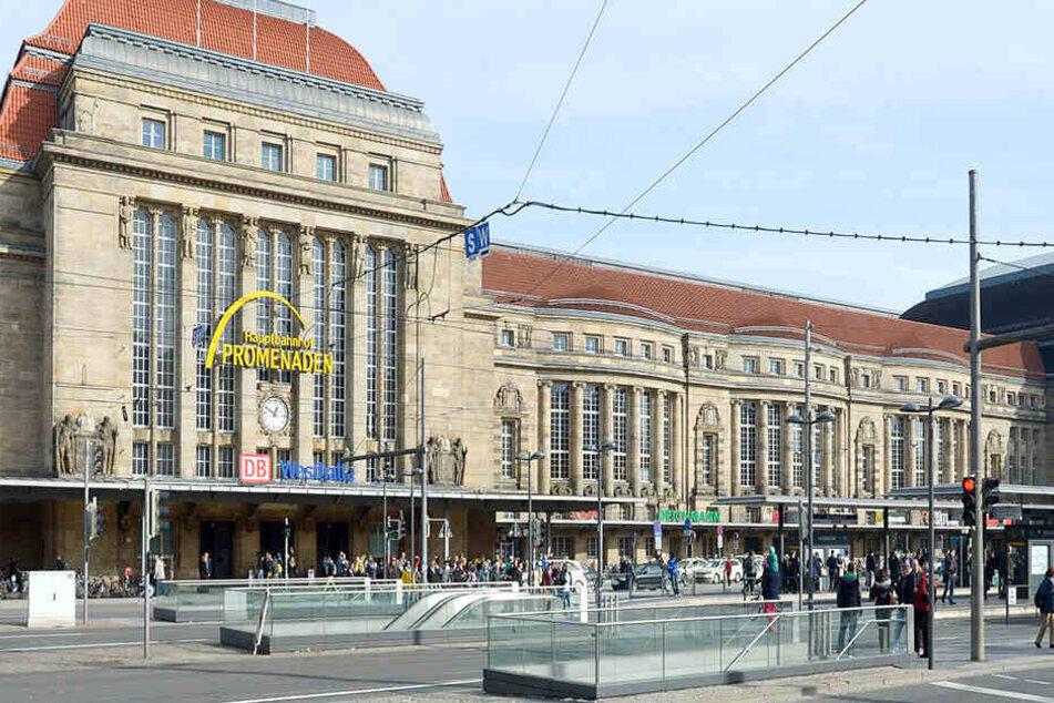Der Eingang zur Westhalle des Hauptbahnhofs und der Willy-Brandt-Platz gelten schon länger als Problembereiche.