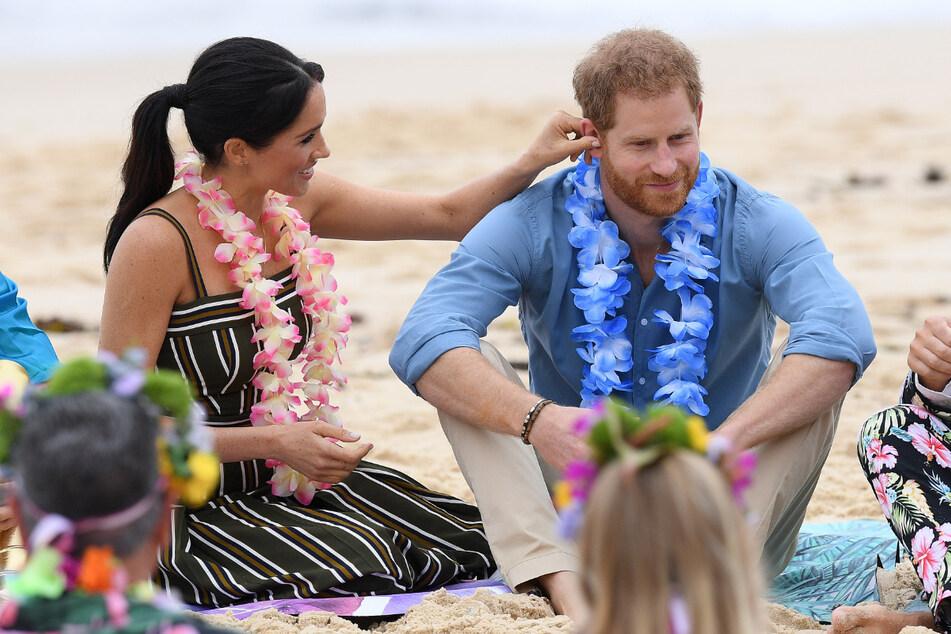 Oktober 2018: Prinz Harry (35) und seine Frau Meghan (38) während ihrer ersten offiziellen gemeinsamen Auslandsreise nach der Hochzeit am Strand von Bondi, Australien.