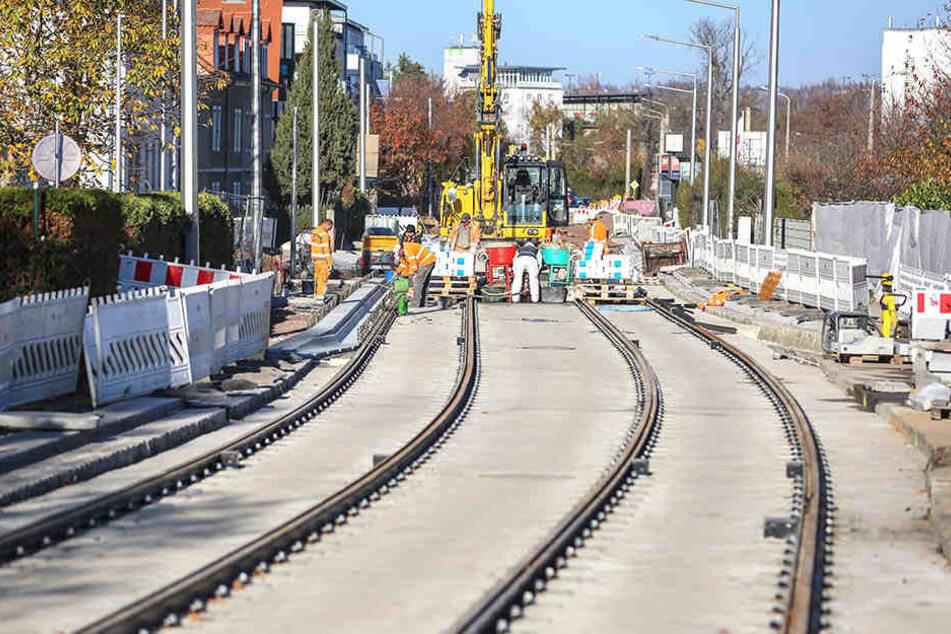 Die Gleisbauarbeiten auf der Baustelle Lübecker Straße ziehen sich bis Mitte 2019.