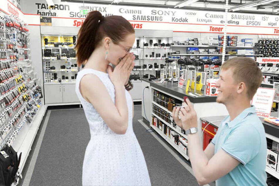 Das ist mal was ganz anderes: Eine Verlobung im MediaMarkt.