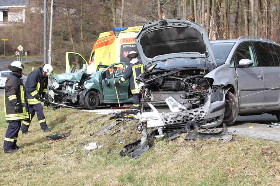Drei Fahrzeuge krachten auf der Pöhler Straße ineinander.