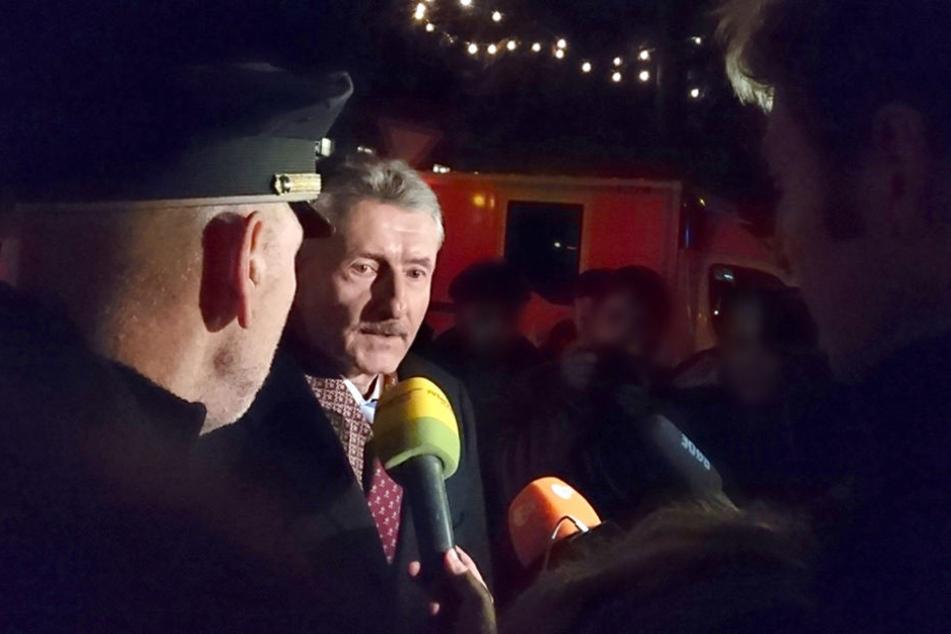 Brandenburgs Innenminister Karl-Heinz Schröter spricht in Potsdam mit Medienvertretern.