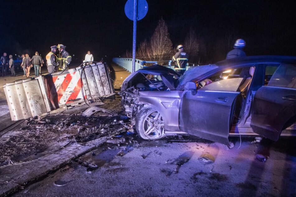 Die Front des Mercedes AMG wurde bei dem Unfall stark beschädigt.