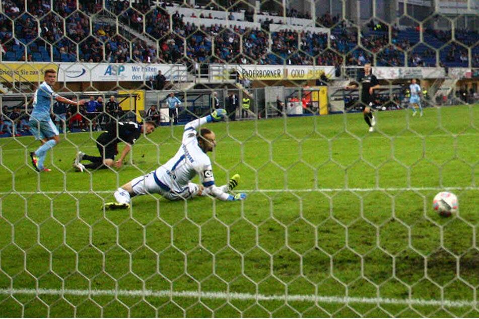 Mit diesem Treffer brachte Florian Hansch (l.) den CFC in der 42. Minute in Führung. Nach der Pause dreht Paderborn das Spiel aber, weil die Himmelblauen in der Abwehr mehrmals schliefen.