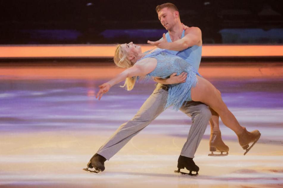 """Auch in der vierten Show von """"Dancing on Ice"""" kamen Aleks und Tanzpartner Matti Landgraf eine Runde weiter."""