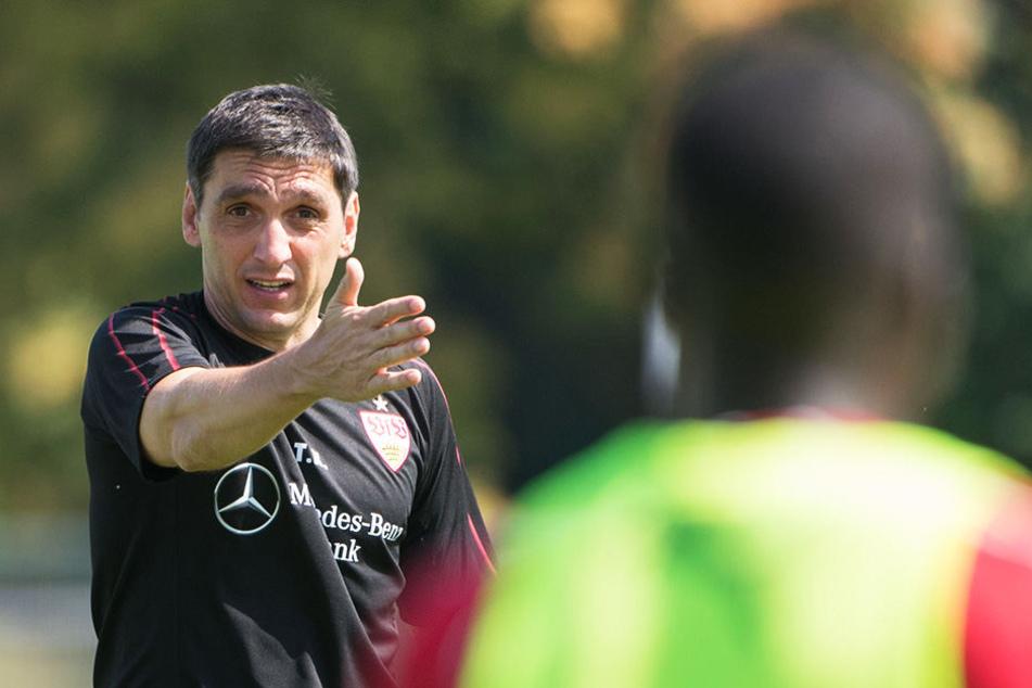 Die Mannschaft nimmt seine Anweisungen und Ratschläge an: Trainer Tayfun Korkut kann bisher auf eine gute Vorbereitung zurückblicken.