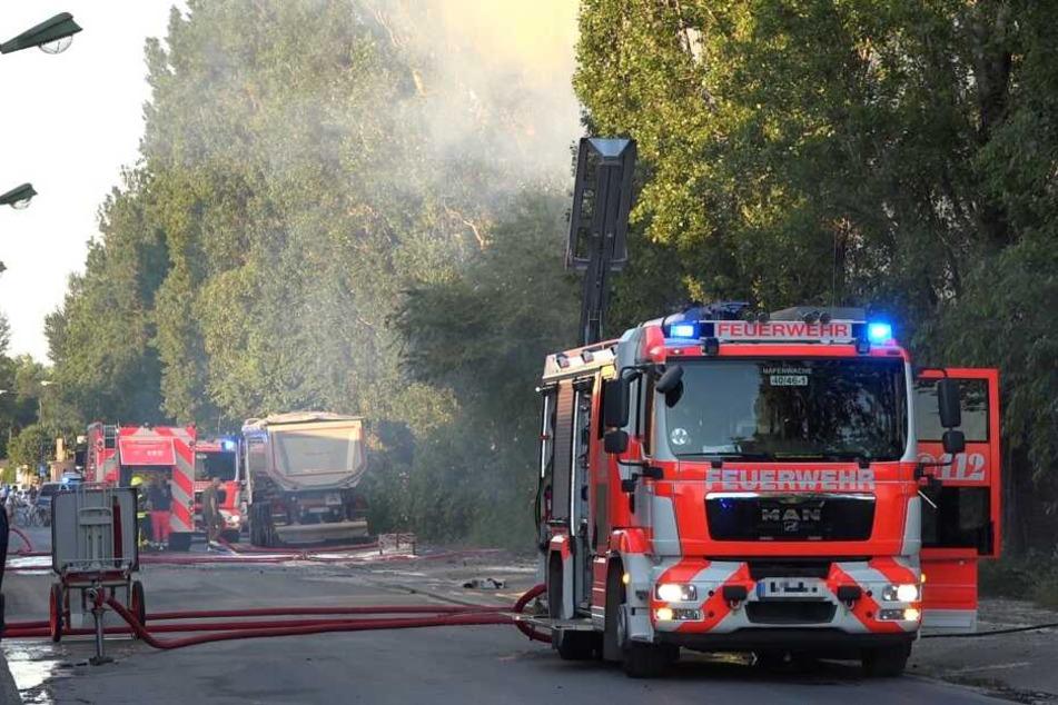 Das Feuer hielt die Feuerwehr in Atem.