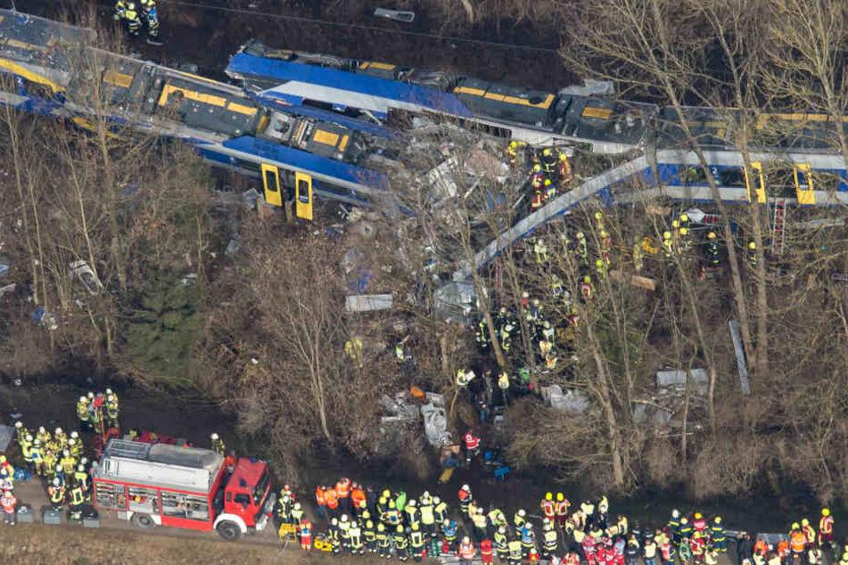 """Das schwere Zugunglück 2016 in der Nähe von Bad Aibling dient den Terroristen als """"Vorbild"""". Damals sind zwölf Menschen ums Leben gekommen."""