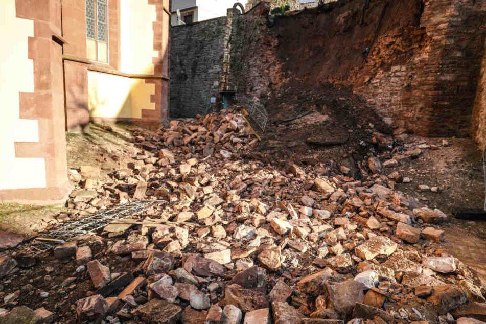 Gutachter prüfte erst vor einem Monat eingestürzte Mauer