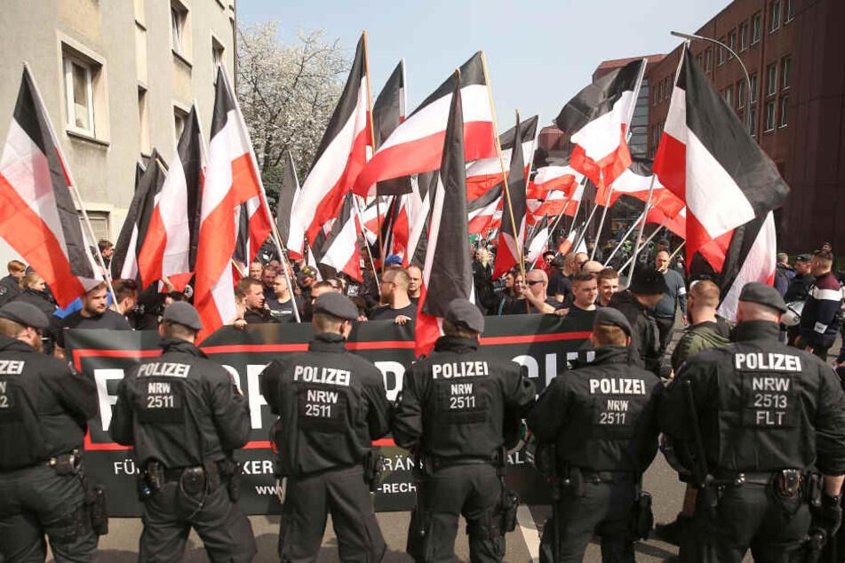 In Dortmund nahmen zahlreiche Anhänger der NPD an einer Demo teil.