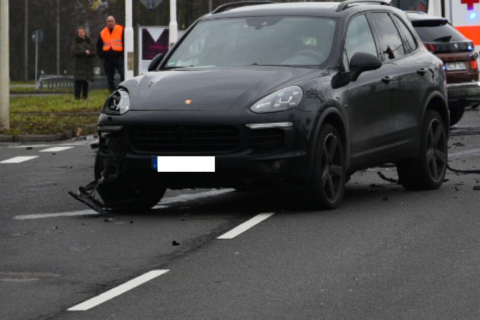 Sechs Verletzte nach schwerem Crash mit Porsche