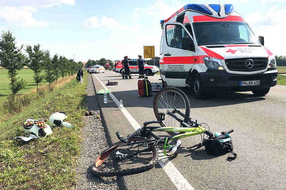 Radfahrer-Gruppe von Auto erfasst: Mutter stirbt, Kinder verletzt
