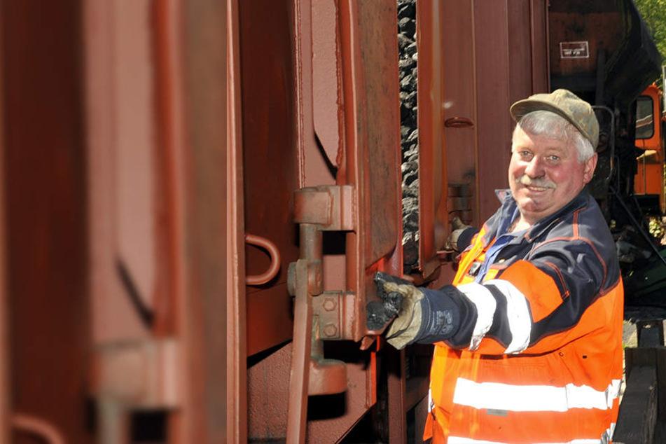 Uwe Schulze (49) leitete die Rangierarbeiten beim Entladen der Kohlelieferung.