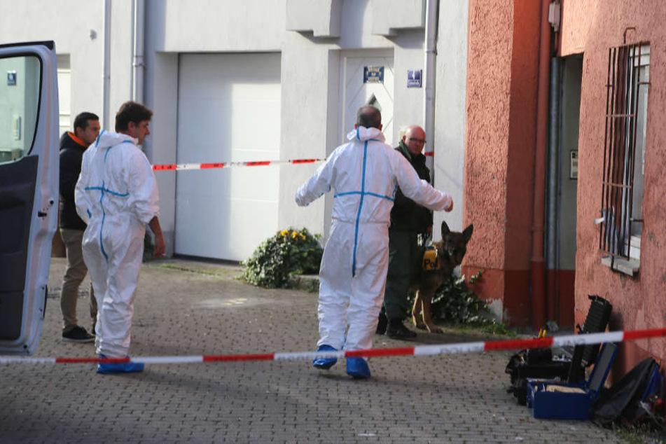 Oktober vergangenen Jahres: Ermittler durchsuchen eine Wohnung in Memmingen.