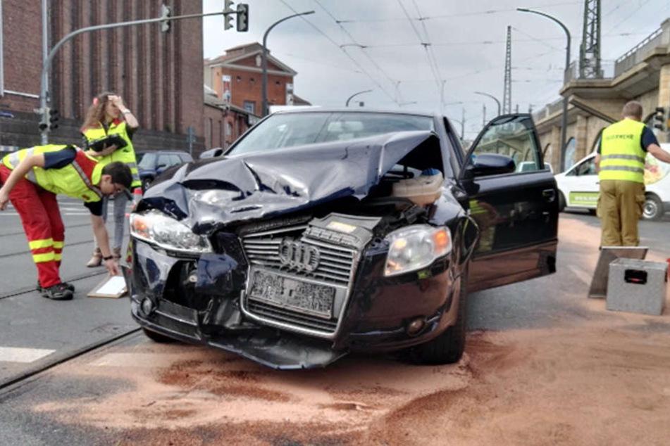 Am Audi entstand wohl ein Totalschaden. Die Fahrer wurden leicht verletzt.