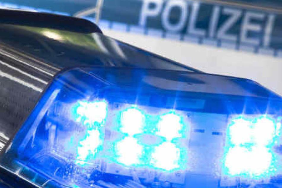 Wie es zu der Unfallflucht der Autofahrerin (36) kam, ermittelt jetzt die Polizei.