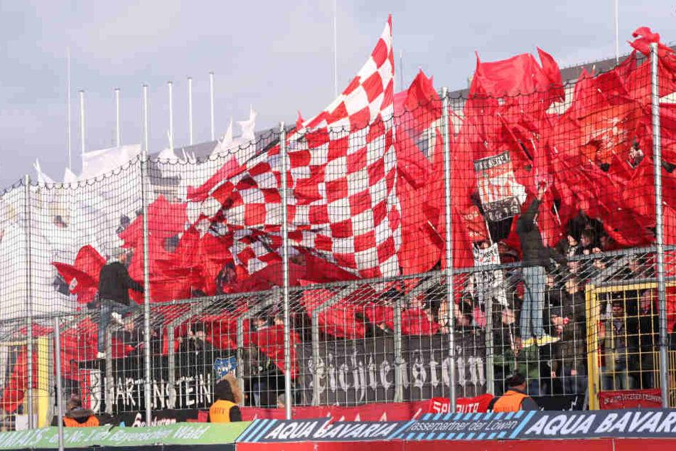 In der ersten Halbzeit protestierten die FSV-Fans schweigend gegen den DFB.