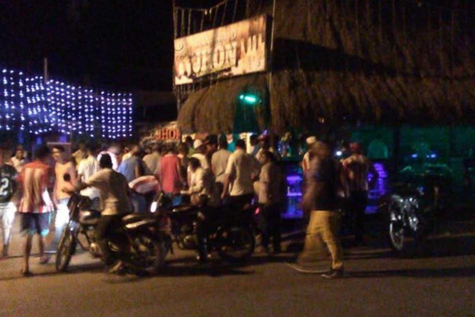 Nach der Explosion einer Handgranate vor einer Diskothek im Nordwesten Kolumbiens sind mindestens 13 Menschen verletzt worden.