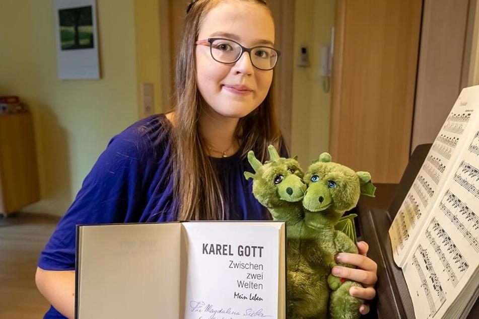 Magdalena Sieber (13) kann ihr Glück kaum fassen: Das Musiktalent singt ein Duett mit dem großen Karel Gott (80).