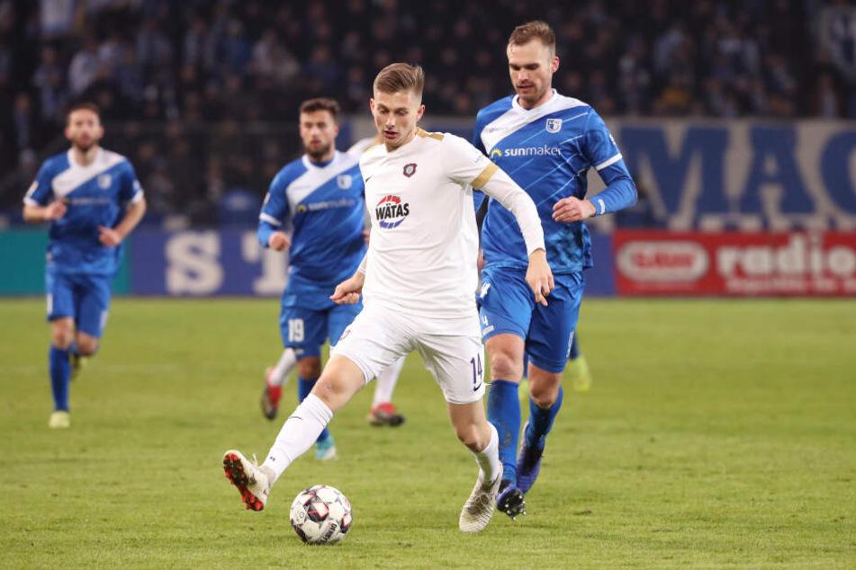 Werder-Neuzugang Ole Käuper (v.) zeigte bereits in Magdeburg, dass er eine Verstärkung werden kann.