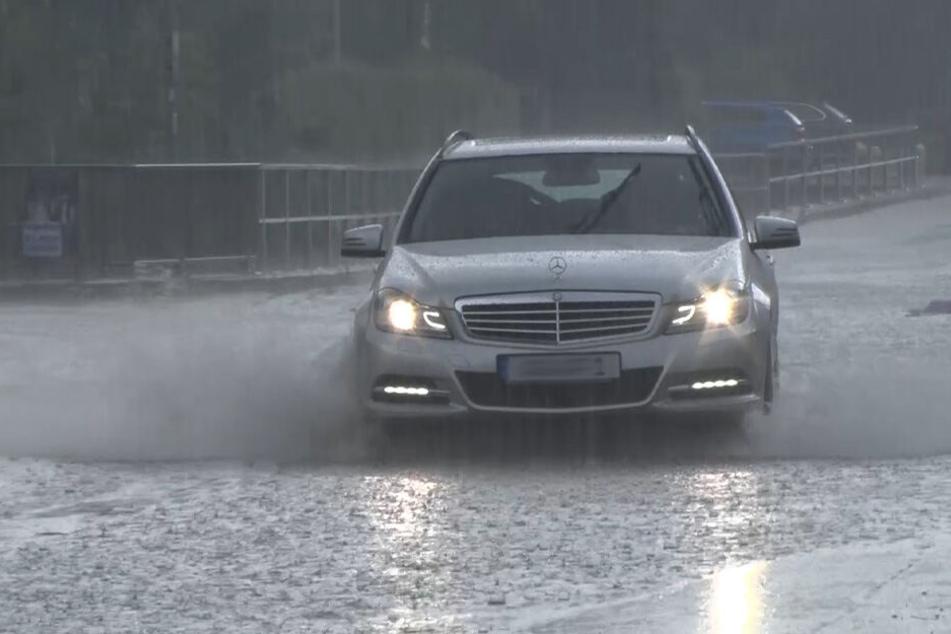 Örtlich ist Starkregen mit bis zu 50 Litern pro Quadratmeter möglich.