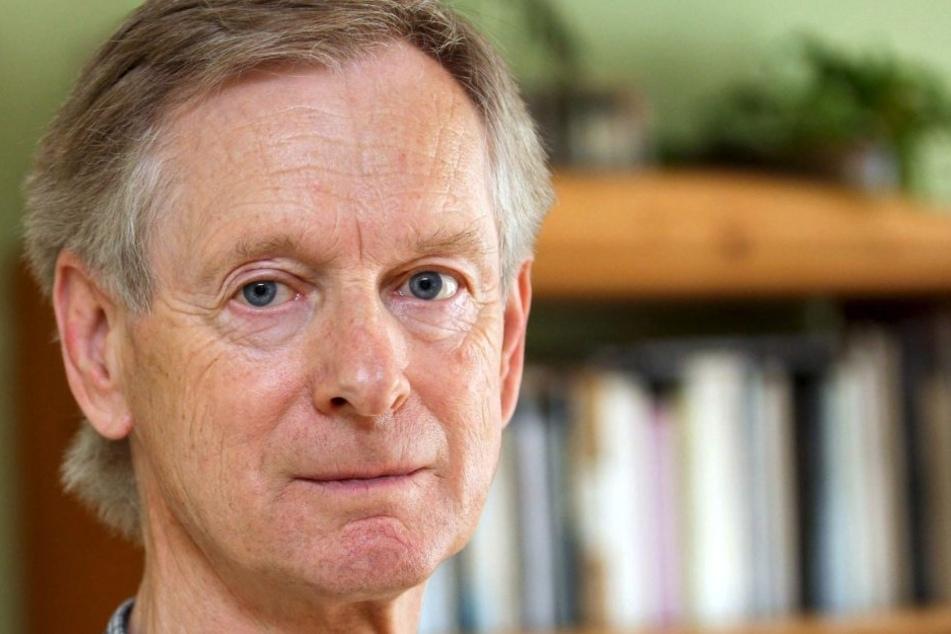 """2009 las der österreichische Autor und Büchner-Preisträger Walter Kappacher bei """"Wege durch das Land"""" im Haus Aussel in Rheda-Wiedenbrück."""