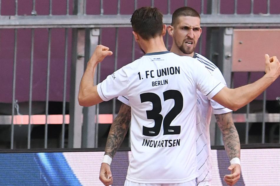 Vorlagengeber Robert Andrich (r.) bejubelt mit Torschütze Marcus Ingvartsen den 1:1-Ausgleich.