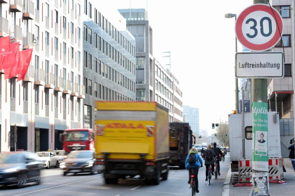 Fünf Wochen nach der Einführung des Tempo-30-Modells auf der Leipziger Straße, will die Polizei nun die Einhaltung kontrollieren.