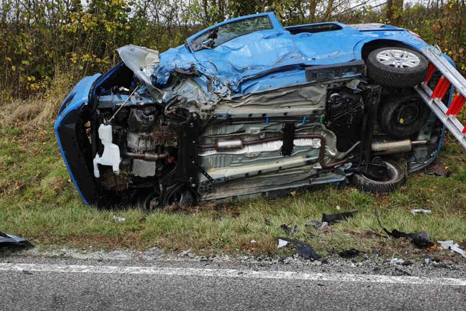 Unfall auf Staatsstraße: Autos kollidieren frontal, zwei Verletzte