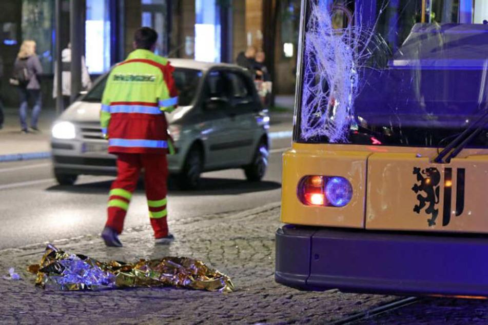 Schwerer Unfall in der Altstadt: Zwei Männer von Straßenbahn erfasst