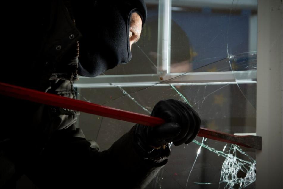 Einbrecher steigen in Haus ein und setzen es komplett unter Wasser