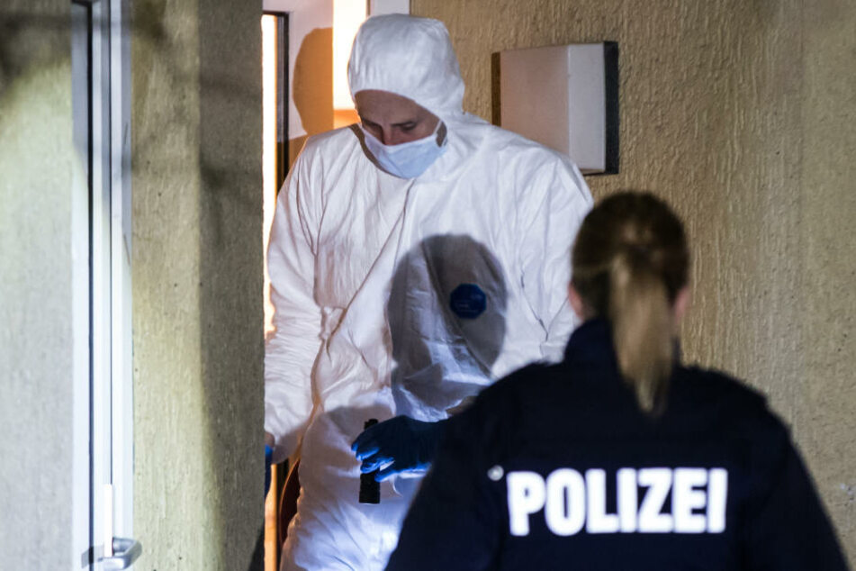 In einer Weißenfelser Wohnung wurden am Dienstagabend zwei tote Menschen gefunden. War es eine Beziehungstat? (Symbolbild)
