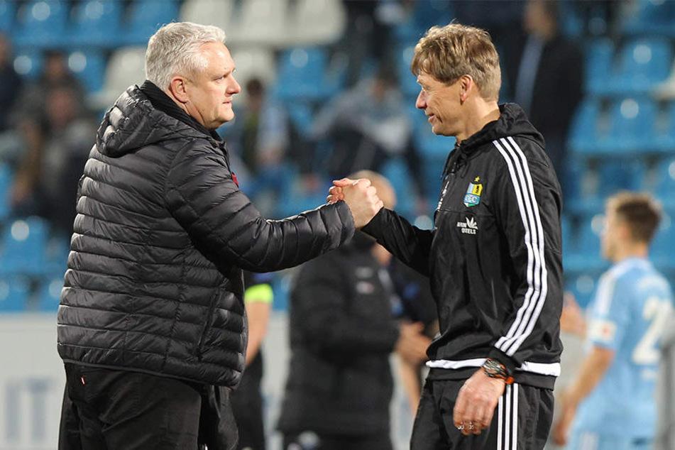 Sportdirektor Stephan Beutel (l.) hält an Trainer Sven Köhler fest - noch.