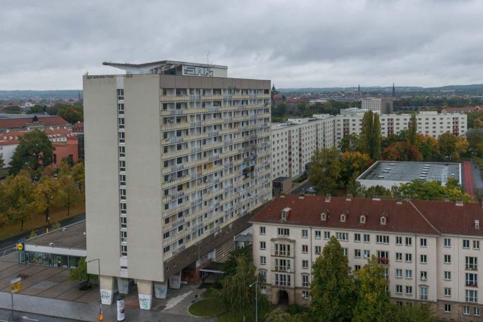 Das Hochhaus am Pirnaischen Platz soll saniert werden. Wegen Brandschutzmängel lässt die Stadt sogar räumen.