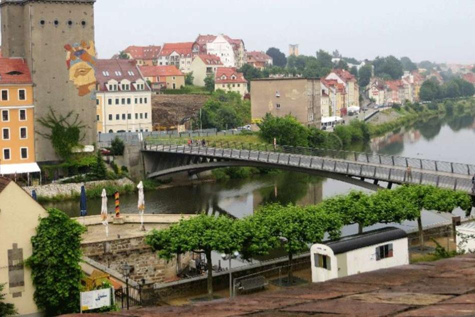 Auf der deutschen Seite (re.) der Altstadtbrücke darf zum Jahreswechsel kein Feuerwerk abgebrannt werden.