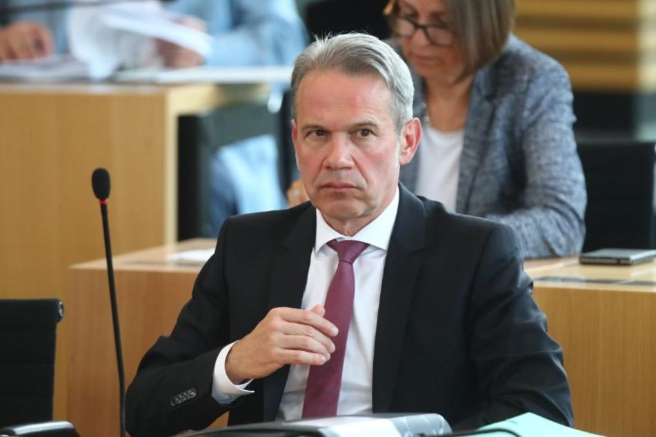 Innenminister Maier ehrt ehemaligen Polizisten für mutige Tat