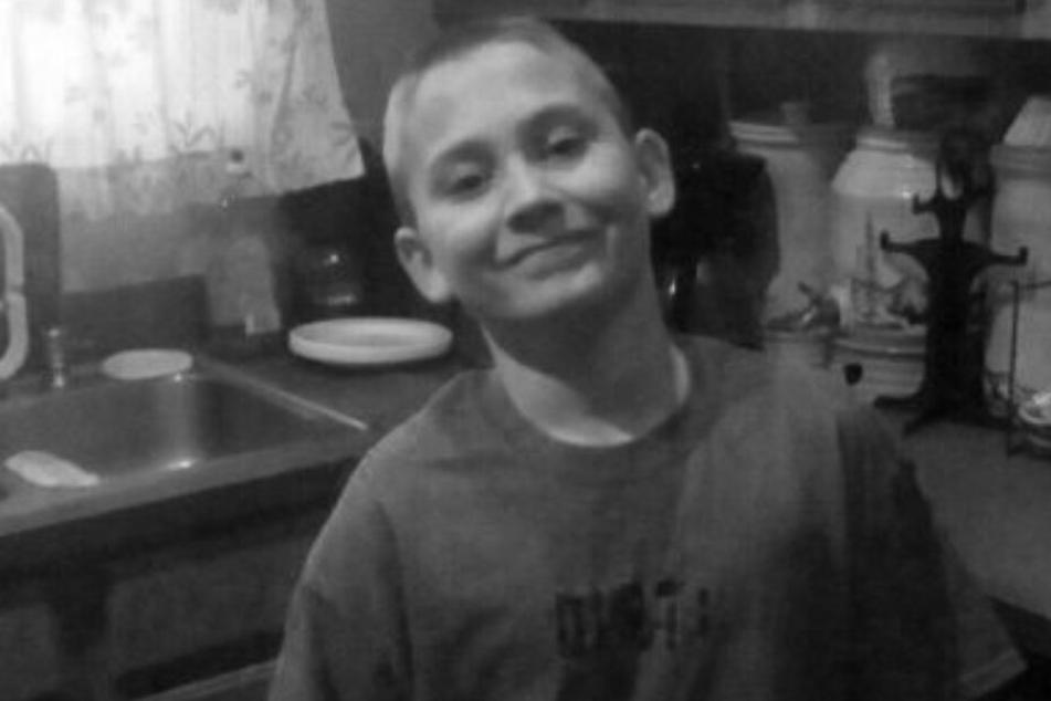 Kind von Großeltern und Teenager-Onkel grausam zu Tode geprügelt