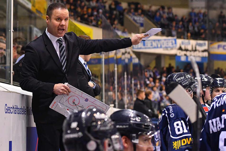 Eislöwen-Coach Bradley Gratton musste seinen Spielern immer wieder die Marschroute klarmachen: Disziplin, stabile Defensive und eiskalt im Abschluss!